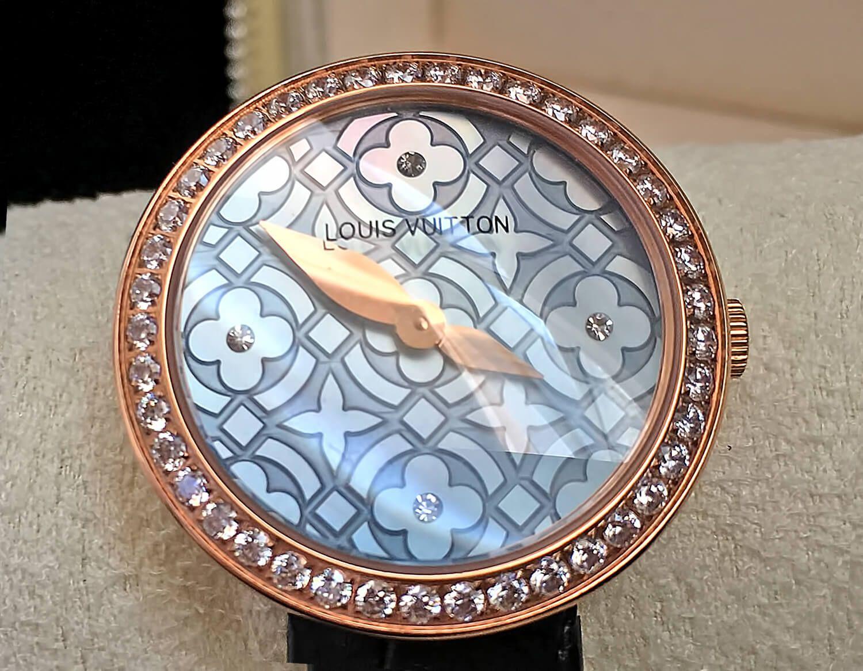 Циферблат копии часов Louis Vuitton Dentelle de Monogram