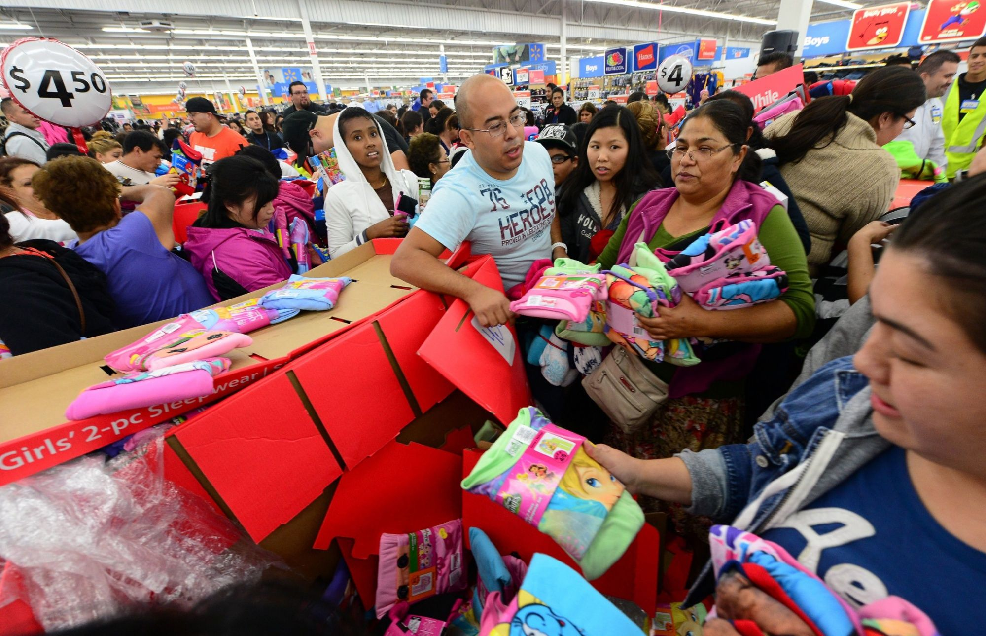 Покупки в магазине на Черную Пятницу