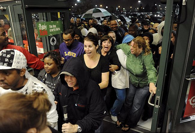 black-friday-more-people.jpg