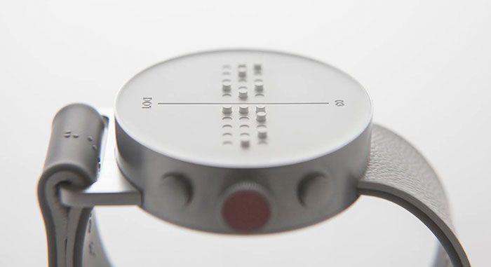 Часы говорят чистым русским языком, некоторые модели оснащены подсветкой, а также есть часы с термометром, которые сообщают не только текущее время, но и температуру воздуха в помещении.