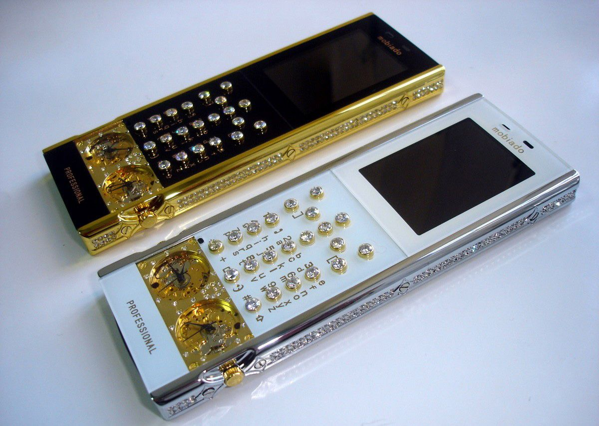 mobiado-professional-105-gmt-diamonds.jpg