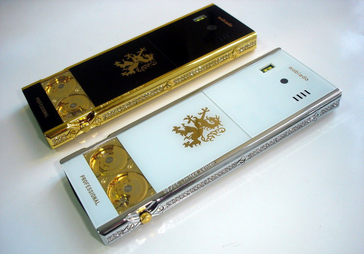 mobiado-professional-105-gmt-diamonds-2.jpg